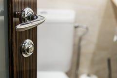 offene tür zum badezimmer stockfoto - bild: 69946327, Badezimmer