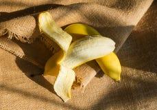 Öffnen Sie eine Banane Lizenzfreies Stockfoto