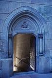 Öffnen Sie Eingang zum gotischen Schloss Stockbild