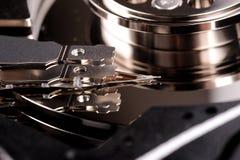 Öffnen Sie Festplattenlaufwerk des Computers auf weißem Hintergrund Stockbild