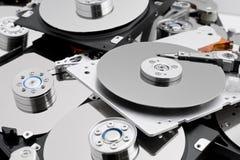 Öffnen Sie Festplattenlaufwerke in der Masse Stockfotos