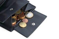 Öffnen Sie Geldbeutel mit Euromünzen Stockfotos