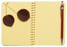 Öffnen Sie gewundenes Notizbuch Lizenzfreies Stockbild
