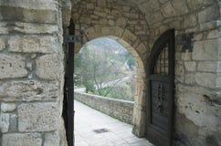 Öffnen Sie Haupttür von Castel Trosino lizenzfreies stockbild