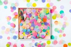 Öffnen Sie Kasten mit Konfettis Lizenzfreies Stockfoto