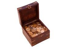 Öffnen Sie Kasten mit Münzen Lizenzfreie Stockfotos