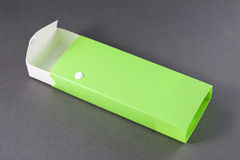 Öffnen Sie leeren Bleistift-Kasten auf Gray Background. Lizenzfreie Stockbilder