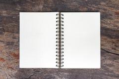 Öffnen Sie leeres Anmerkungsbuch Stockbilder