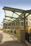 Öffnen Sie Mall-Bürgersteig-Dach Stockfotografie