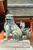 Öffnen Sie Mundlöwe an itsukushima shintoistischem Schrein Lizenzfreies Stockfoto