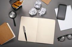 Öffnen Sie Notizbuch mit Leerseiten Lizenzfreie Stockbilder