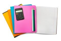 Öffnen Sie Notizbuch mit Satz von Zeichenstiften und von Taschenrechner Lizenzfreie Stockbilder