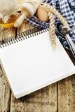 Öffnen Sie Notizbuch und frische Bestandteile Lizenzfreie Stockbilder