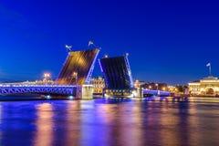 Öffnen Sie Palast-Brücke und die Einsiedlerei in St Petersburg Lizenzfreie Stockfotos