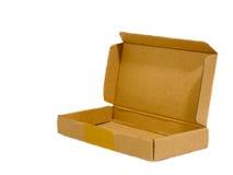 Öffnen Sie Pappverpackungs-Kasten auf weißem Hintergrund Stockbilder