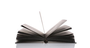Öffnen Sie Schwarzbuch auf weißem Hintergrund Lizenzfreies Stockfoto