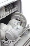 Öffnen Sie Spülmaschine, nachdem Sie sich gewaschen haben Stockfotografie