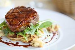 Öffnen Sie Steaksandwich Stockfoto