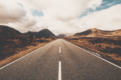 Öffnen Sie Straße in Glencoe, Schottland Schottische Hochländer stockfotos