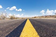 Öffnen Sie Straße in Joshua Tree National Park Lizenzfreie Stockfotos