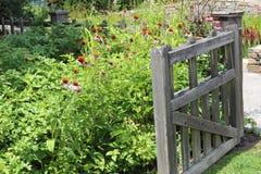 Öffnen Sie Tor an einem englischen Garten Stockfotografie