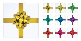 Öffnen Sie weiße Geschenkbox und mit den Farbbögen und Bandvektorgestaltungselementsatz, die auf weißem Hintergrund lokalisiert w Lizenzfreies Stockfoto