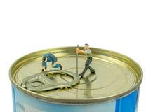 Öffnen von Tin Can des Lebensmittels stockfoto