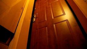 Öffnet die Tür stock footage
