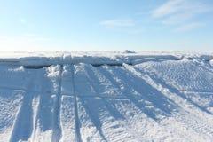 Öffnung des Eises auf dem Fluss Lizenzfreie Stockfotos