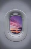 Öffnung des Flugzeuges mit schönem Himmel Stockbilder