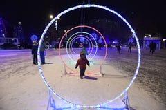 Öffnung des Weihnachtsbaums in der Mitte von Tyumen Lizenzfreie Stockfotografie