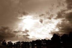 Öffnung skys Stockbild