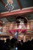 Öga av stormen: För €™sjippo för kapten Jackâ imponerande föreställning på Shanghai Disneyland royaltyfria foton