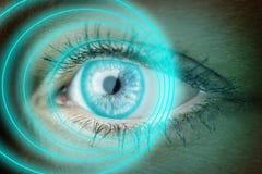 Öga med blåa cirklar Arkivbild