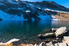 Ögat - det djupast av de is- sjöarna, Rila berg, Bulga Arkivfoto