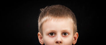 Ögon av ett barn arkivfoto