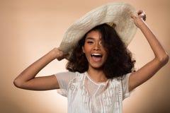 Ögon för svart hår för hud för asiatisk kvinna för mode solbrända arkivbild