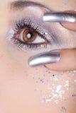 Ögon och spikar i silver royaltyfri foto