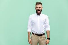 Ögon och tunga för lyckaaffärsmanbokslut ut Arkivbild