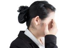 Ögon smärtar och ögonbelastning i en kvinna som isoleras på vit bakgrund Snabb bana på vit bakgrund Arkivfoto