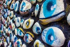 Ögon som målas på, vaggar, nya Plymouth, NZ royaltyfria foton