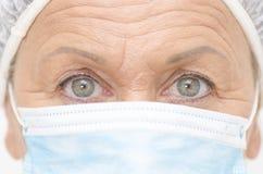 Ögon stänger sig upp sjukhussjuksköterska fotografering för bildbyråer