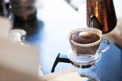 Ögonblick av att brygga för kaffe Royaltyfri Foto