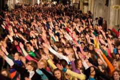 ögonblick för folkhop för danseurovision exponering Arkivfoton
