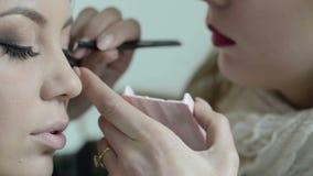 Ögonfrans på skönhetsalongen, processen av byggnad och förlängande snärtar lager videofilmer