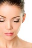 Ögonlockplastikkirurgibegrepp - asiatiska monolids Royaltyfri Bild