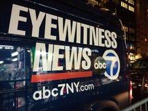Ögonvittnenyheterna, för TVTV-sändning för abc 7 NY skåpbil för nyheterna, NYC, USA Arkivfoto