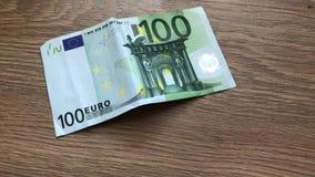 Ökande sedel för närhet av hundra euro stock video