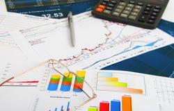 ökande tillväxt för grafer för affärsdiagram gagnar hastigheter Royaltyfria Foton