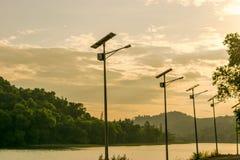 Ökar sol- celler för fördämningfoto bruket av sol- energi att förminska royaltyfri fotografi